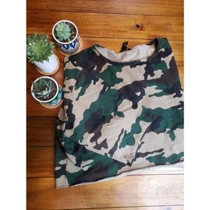 ⛰Forever 21 Camouflage Crop Sweater Tee⛰